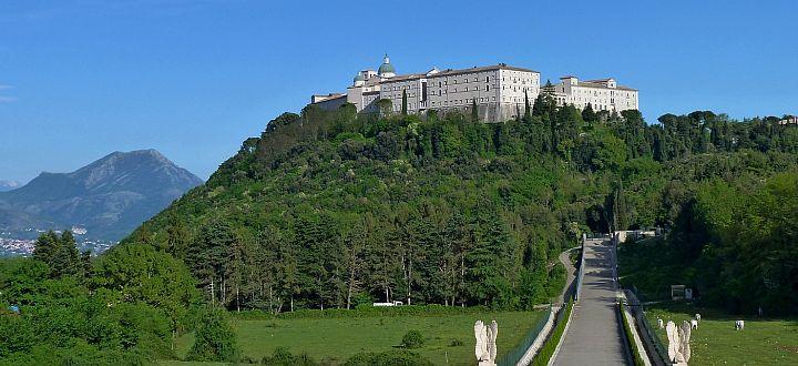 Monte Cassino - Włochy - Wirtualny przewodnik turystyczny - navtur.pl